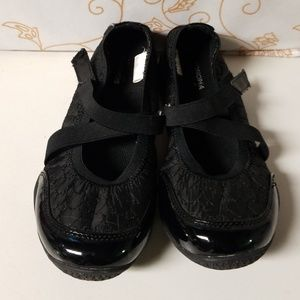 Girls Sonoma shoes size 5